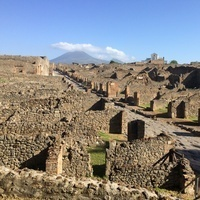 Between Rich and Poor in the Roman City