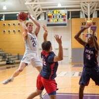 Kenyon basketball player ready to go for the basket