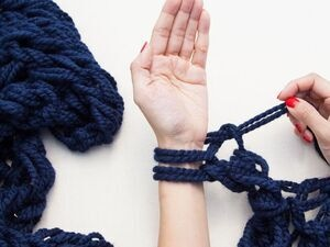 Arm-Knitting with Pitt Knits