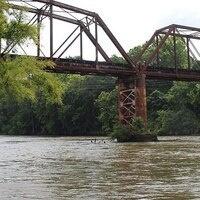 Railroad bridge, Flint River, Albany, Dougherty County, Georgia. Photo: Michael Rivera [CC BY-SA (https://creativecommons.org/licenses/by-sa/4.0)]