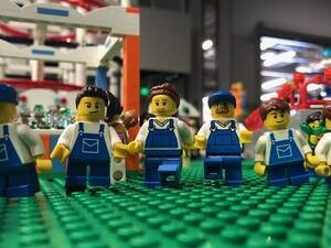 Bricks Cascade: Minifigs in Motion